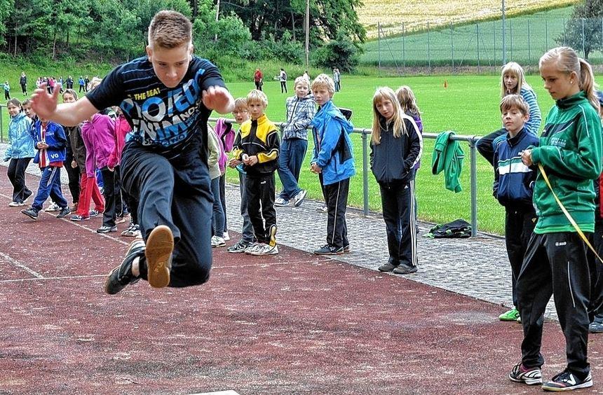 Bei den Bundesjugendspielen in der Königheimer Kirchbergschule stellten die Schülerinnen und ...