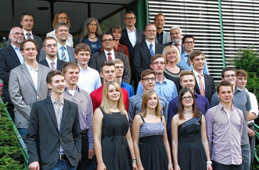Große Freude nach den bestandenen Abiturprüfungen am Technischen Gymnasium Tauberbischofsheim.