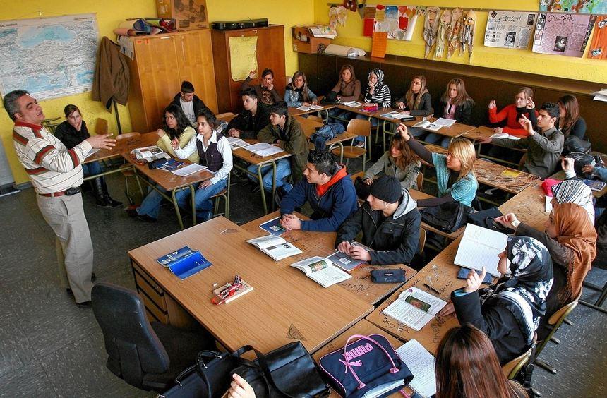 Blick in eine Klasse an einem Duisburger Gymnasium, wo Türkisch schon ein Schulfach ist. Auch in ...