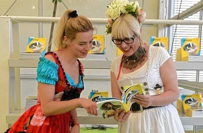 Impressionen von der Fashion Week: Die Schau von Lena Hoschek (oben links), Einkäuferinnen eines ...