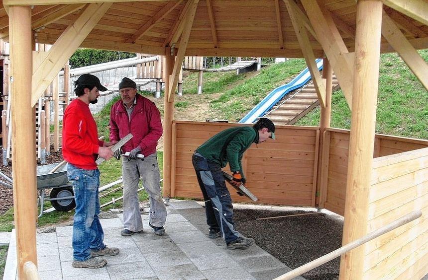 """Im Rahmen von """"Melap Plus"""" wurde unter anderem durch das Bürgerengagement ein neuer Holzunterstand ..."""