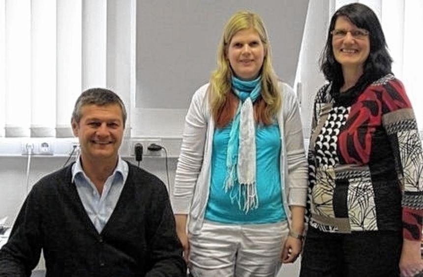 Der Sozialrechtsreferent Albrecht Zentgraf und seine beiden Mitarbeiterinnen Margot Härtl (rechts) ...