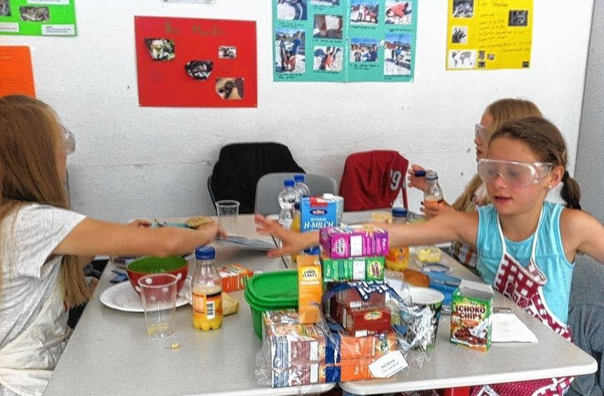 Eine fünfte Klasse des Goethe-Gymnasiums setzte sich mit den Themen Blindheit und Behinderungen ...