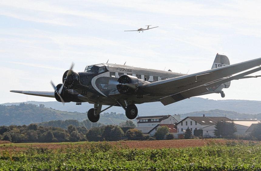 """Bei den Flugtagen der Segelfluggruppe Bensheim ist die Ju 52 ein gern gesehener """"Gast"""". Auch in ..."""