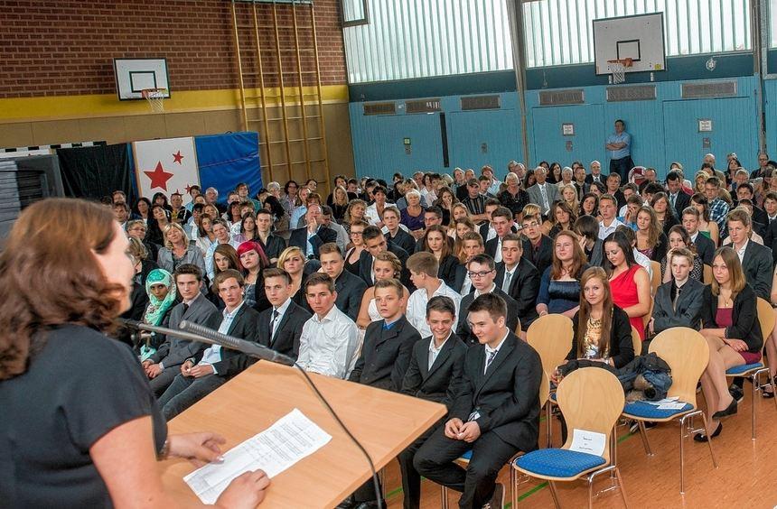 An der Schillerschule in Auerbach nahmen 124 Real- und Hauptschüler Abschied von ihrer Schule.