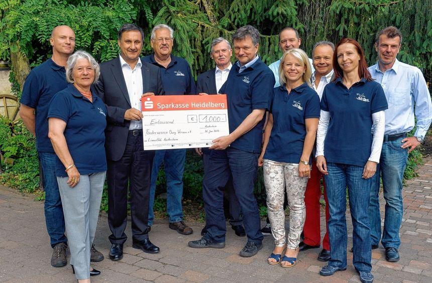 Große Freude beim Förderverein Burg Wersau: Der Lions-Club Hockenheim unterstützt die Vereinsarbeit ...