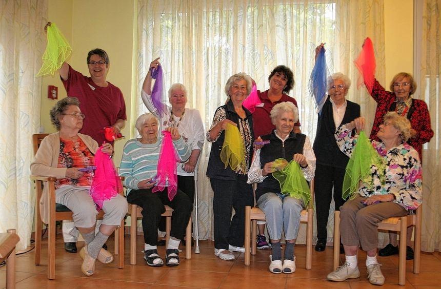 Auch die Sitztanzgruppe des Seniorenzentrums sorgte für ein buntes Programm beim Sommerfest.