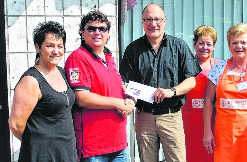 Sie sind Inge Friedle (v.l.) und Meik Kronauer dankbar für die Spende: Hans Seydel und die ...