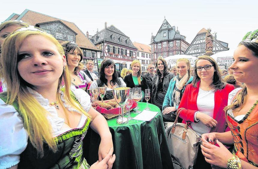 Am runden Tisch trafen sich Weinhoheiten aus der Region auf dem Bergsträßer Weinmarkt. Mit dabei ...