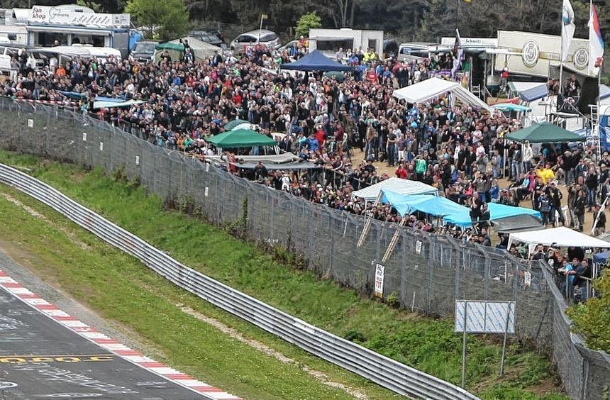 Jubelnde Zuschauer sollen dem Nürburgring auch nach einem Verkauf erhalten bleiben. Auf unserem ...