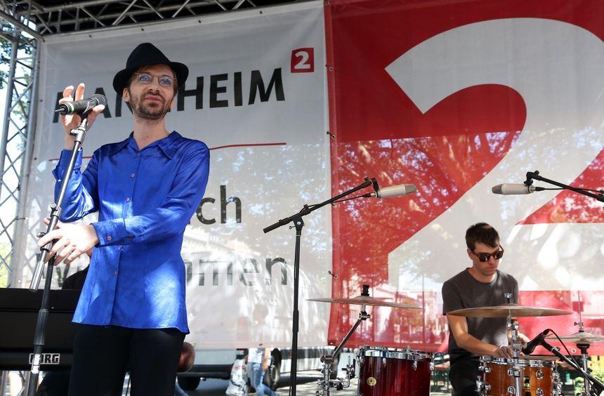 """Rino Galiano sang zur Eröffnung des """"Welcome Centers""""."""