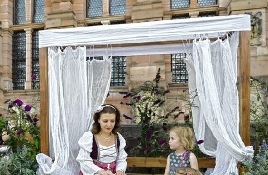Beim Kinderfest erwachen Prinzessinnen zum Leben.