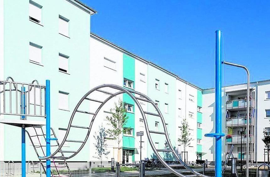 Wohnblocks aus den 1960er-Jahren modernisierte die GAG etwa in der Buchenstraße (großes Bild) und ...