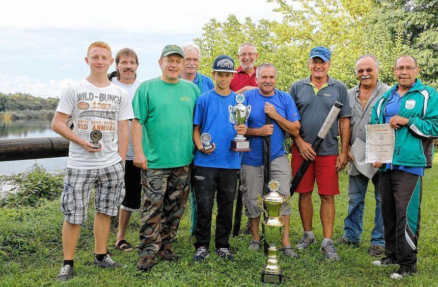 Nachdem der Fischerkönig gekürt war, ehrte der ACF Lampertheim die diesjährigen Vereinsmeister.