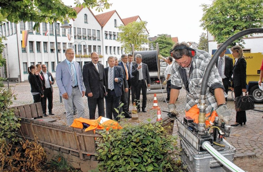 """An der Baustelle in Fürth gab es gestern eine Demonstration des """"Einblasens"""" - der Technik, mit der ..."""