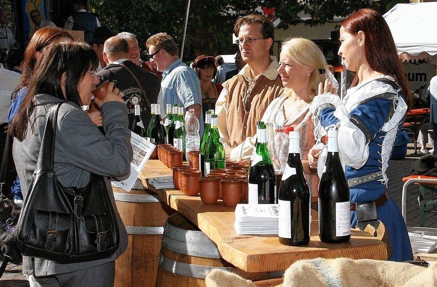 Einladend: So wie der Freundeskreis Burg Wersau im vergangenen Jahr bewirten rund 40 Reilinger ...