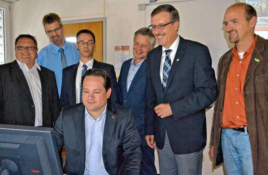 Startschuss gegeben: In Wermutshausen ist das Satelliten-Modellprojekt, mit dessen Hilfe das Land ...