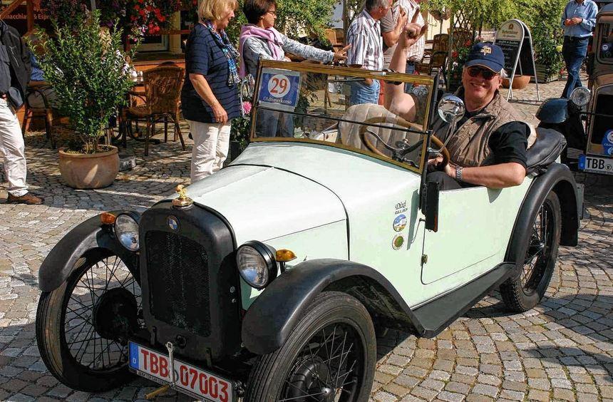 """Ein BWM Dixi Automobil beim Oldtimerkorso des """"Lieblichen Taubertals"""" im Jahr 2010: Am Samstag, 7. ..."""