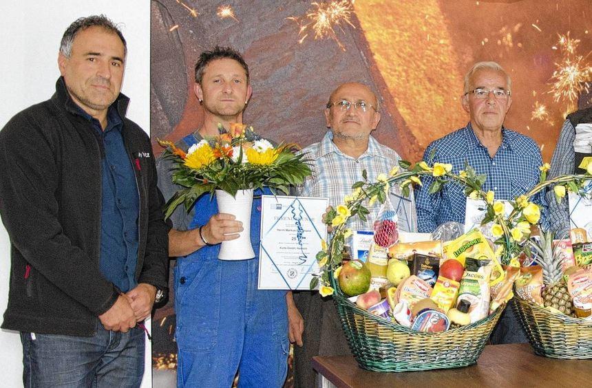 Ehrungen bei der Eisengießerei Kurtz: (von links) Geschäftsführer Graziano Sammati, dieJubilare ...