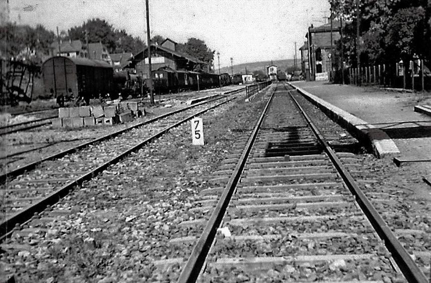 Blick auf den Bahnhof Tauberbischofsheim im Juni 1945.