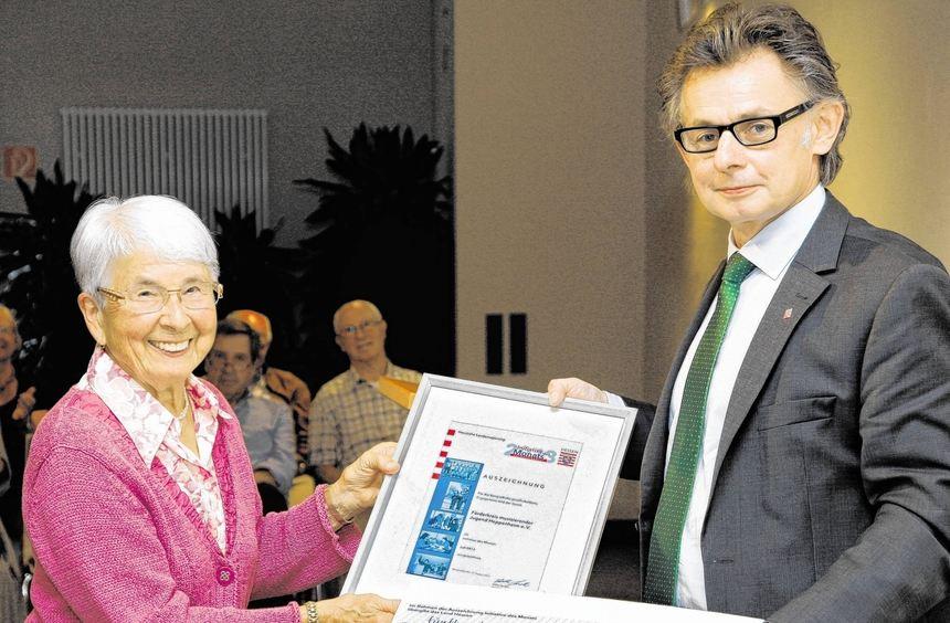 Ruth Kutzmann, Vorsitzende des Förderkreises musizierender Jugend Heppenheim, erhielt eine ...