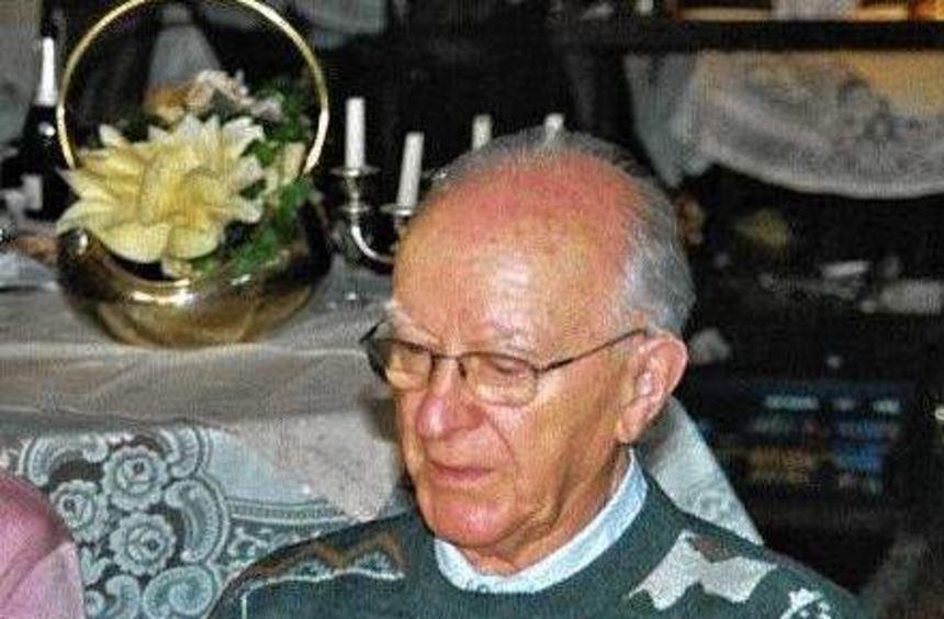 Karl Ramge ist verstorben. Auf dem Bild ist er bei der Feier seines 90. Geburts- tages zu sehen.