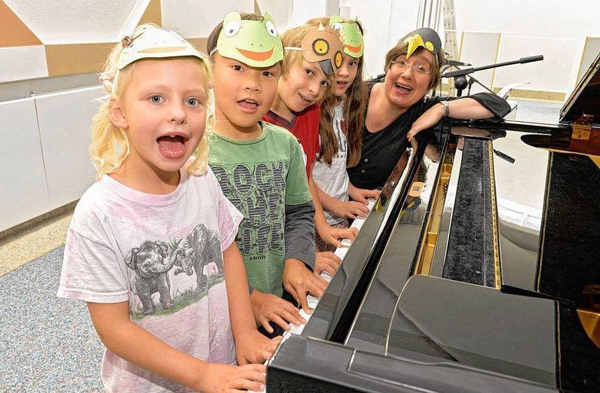 Die Klavierkinder der Musikschule proben schon fleißig für das Parkfest.