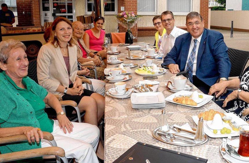 Eva Gredel (zweite von links) hatte zum ersten Politfrühstück mit Dr. Karl A. Lamers (Dritter von ...