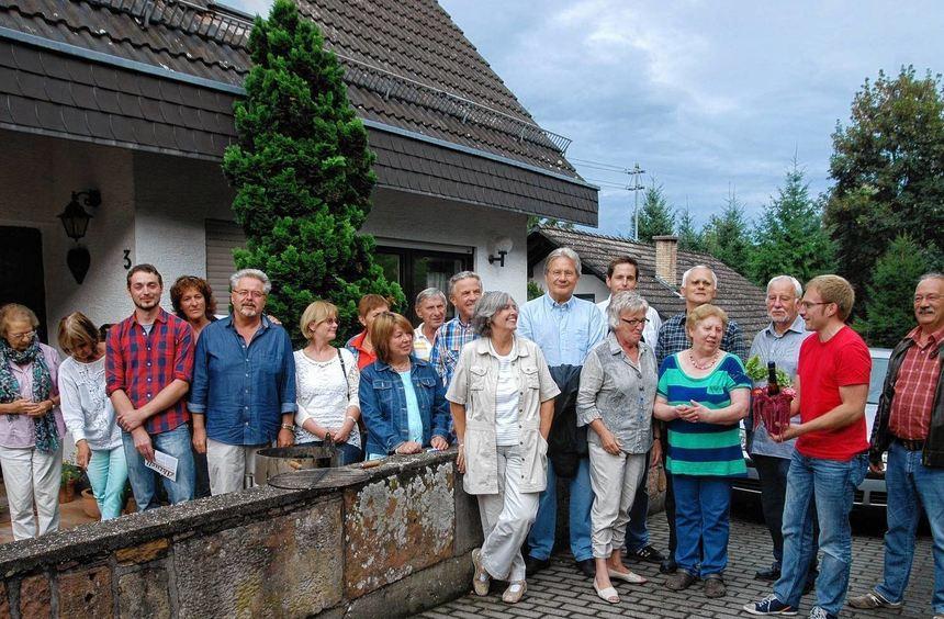 Im Namen aller Beteiligten bedankt sich Ortsvereins-Vorsitzender Sebastian Cuny (2. v. r.) bei ...