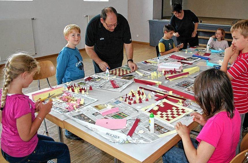 Beim Aktionsnachmittag des Schachklubs Buchen-Walldürn wurde erst fleißig gebastelt und ...