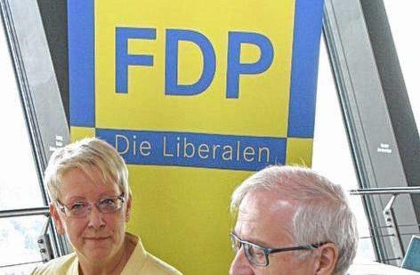 Dr. Birgit Reinemund (l.) im Gespräch mit Rainer Brüderle.