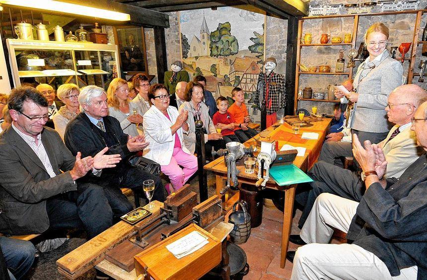 Die Altbürgermeister Stajkoski (r.) und Knapp (2.v.r.) saßen mit auf dem von der ...