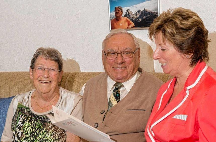 Lilo Gremm gratulierte dem Ehepaaar Geörg im Namen der Stadt Lorsch zum besonderen Jubiläum.
