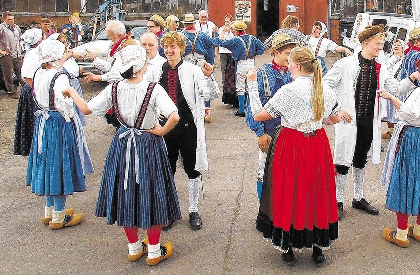 Die Trachten- und Volkstanzgruppe Starkenburg-Heppenheim war zum traditionellen Erntefest im ...