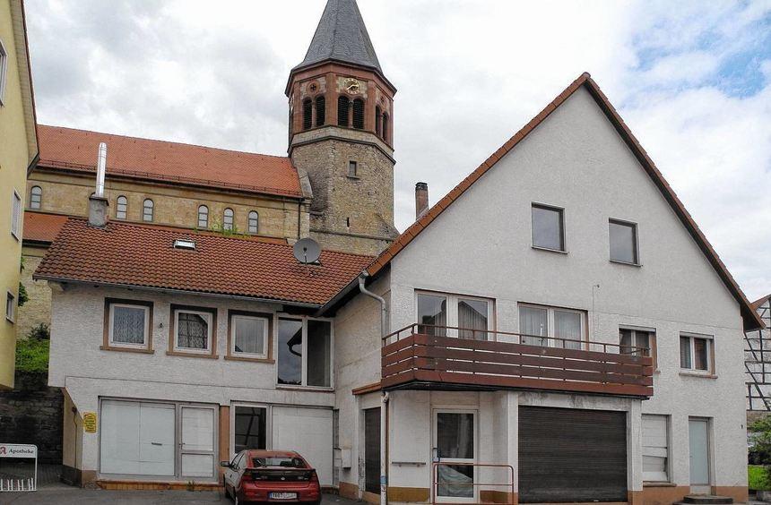 """Mit dem Abbruch des ehemaligen """"Schlecker-Areals"""" geht in Assamstadt wieder ein Stück ..."""