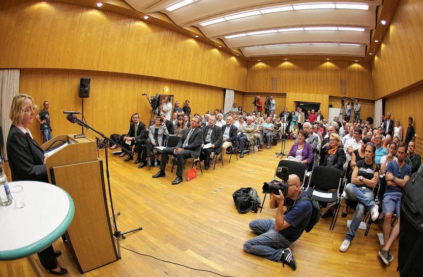 Betretene Gesichter im Publikum bei Bauers Rede. Der Kammermusiksaal war voll, die Debatte wurde ...