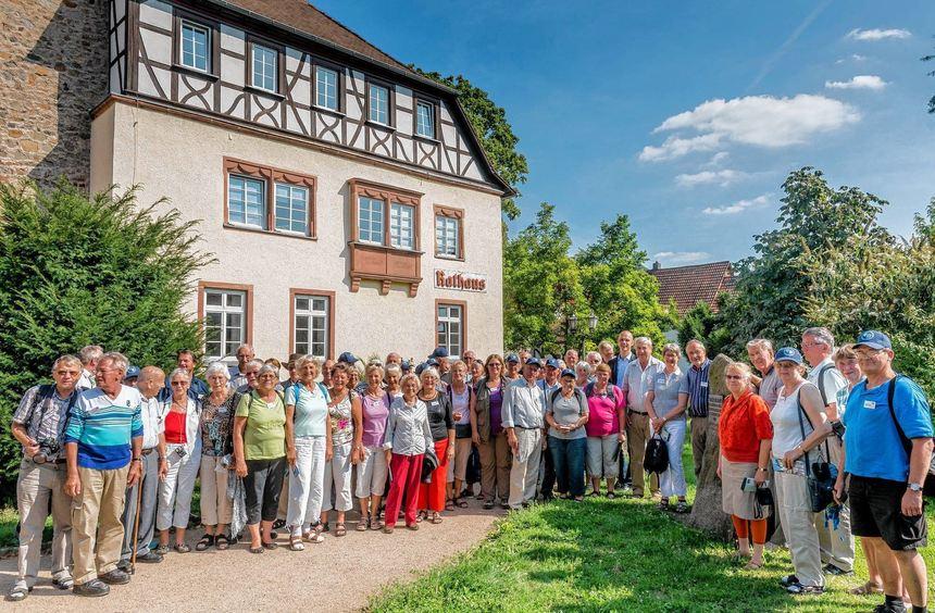 """Seit 1985 besuchen die Mitglieder des dänischen Vereins """"Kartoffeltyskerne pa Alheden"""" regelmäßig ..."""