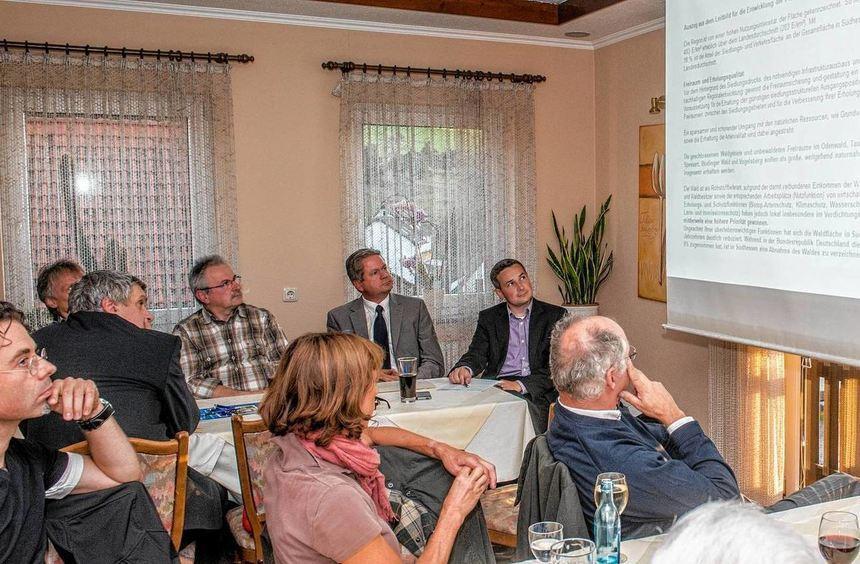 Bürgermeister-Kandidat Olaf Gries hatte zur Diskussion über die Windkraftnutzung eingeladen. Einer ...