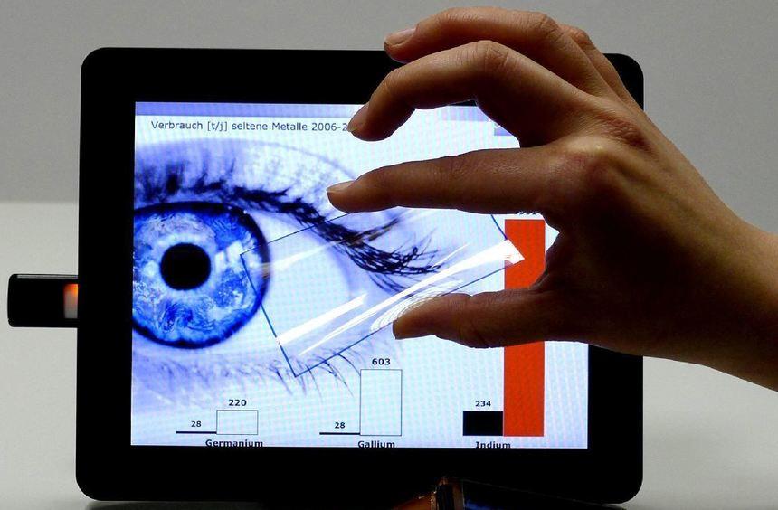 Plastik statt seltene Erden, soll bei einer neuen Generation von Touchscreen-Displays zum Einsatz ...