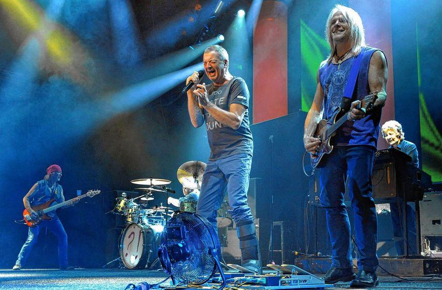 Deep Purple sind anno 2013 vier glänzende Instrumentalisten als Teamplayer (von links): Bassist ...