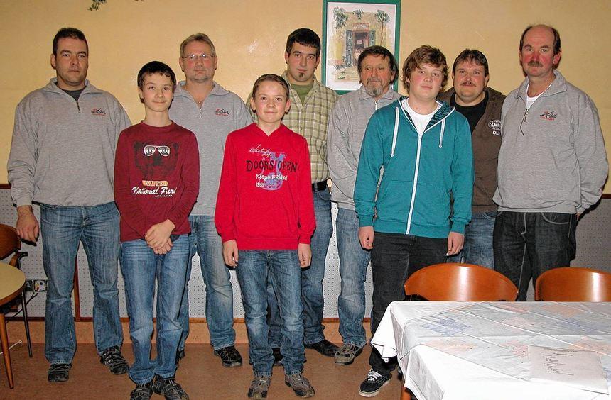 Bei der Jahreshauptversammlung des Sportfischervereins Höpfingen nahmen Vorsitzender Thomas Weidner ...