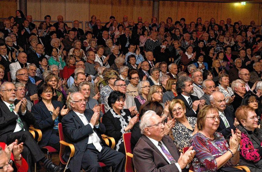 Das Stuttgarter Operettenensemble begeisterte mit seinen Walzer- und Operettenmelodien das Publikum ...
