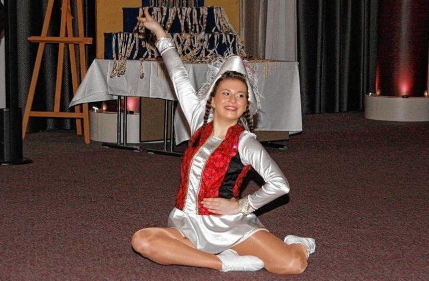 Tanzt seit dieser Kampagne neu beim Feuerio: Tanzmariechen Denise Bless, trainiert von Marcel ...