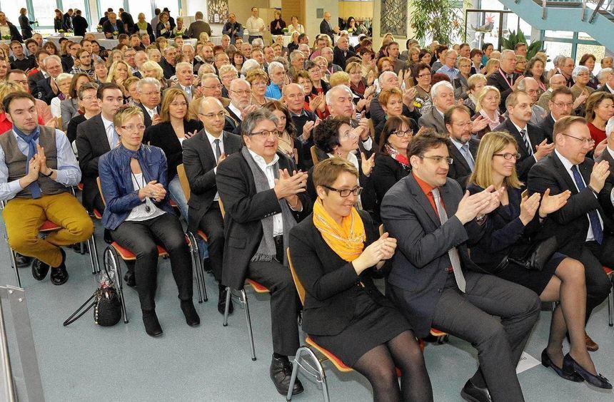Die Neulußheimer zeigen reges Interesse an der Entwicklung der Gemeinde: Die Sitzplätze in der Aula ...