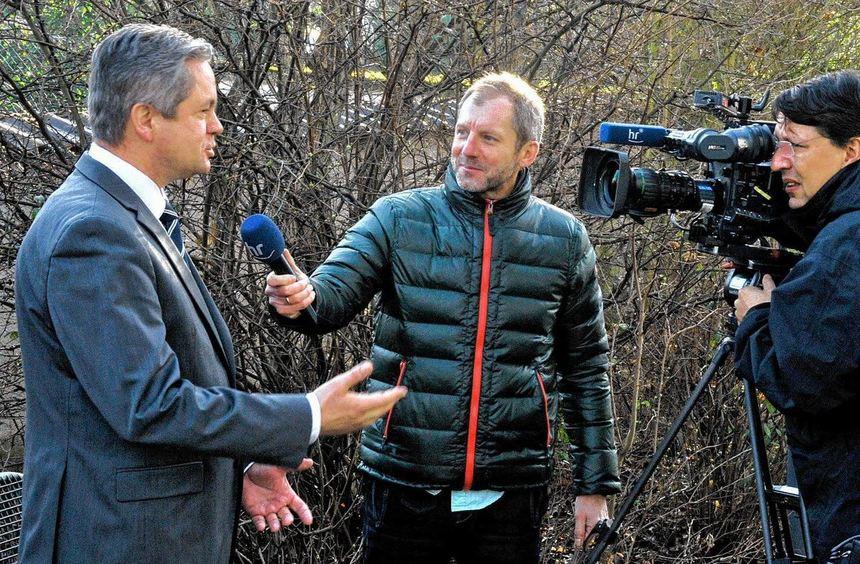 Am Rande des Neujahrsempfangs in Einhausen interviewte der Hessische Rundfunk Landrat Wilkes zum ...
