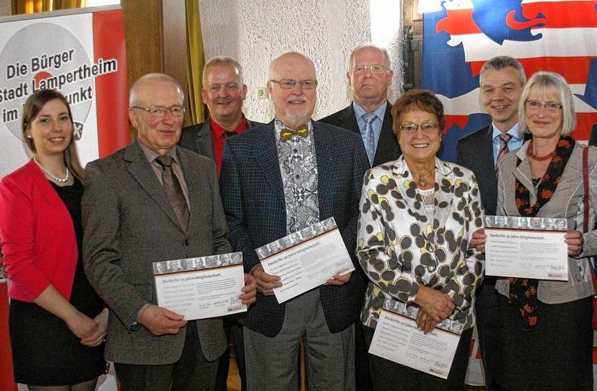 Auf ihrem Neujahrsempfang ehrte die CDU Lampertheim mehrere Mitglieder, die seit Jahrzehnten der ...