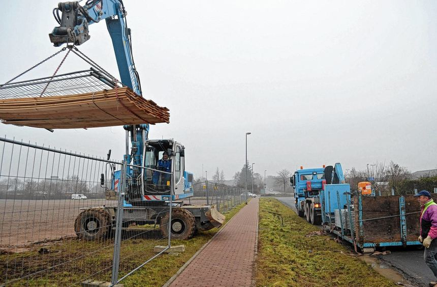 Mit der Einrichtung der Baustelle für die neue Rotkreuzklinik auf dem Reinhardshof wurde gestern ...