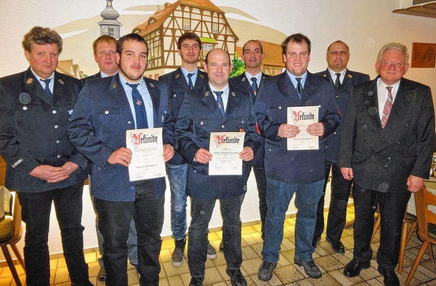 Feuerwehr-Ehrungen: Das Bild zeigt (von links) Kommandant Rudolf Albert, seine Stellvertreter ...
