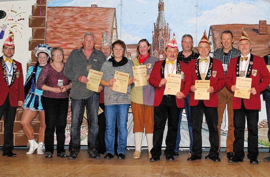 """Im Rahmen der Jubiläumsfeier der """"FG Bedemer Hannmertli"""" wurden zahlreiche Mitglieder für ihre ..."""