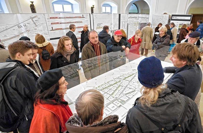 Beim Bürgerempfang 2010 konnten sich die Besucher im Rathaus über aktuelle Projekte - wie die ...